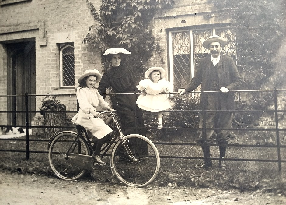 John Henry Thomas and Family outside North Lodge 1904