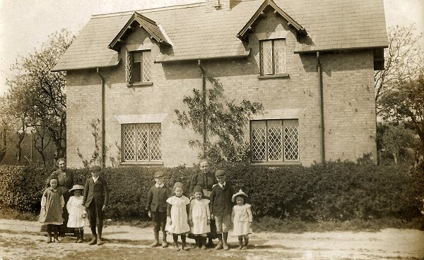 Skinner and Wayman Families, c1905